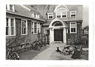 Black and white photo of Campus School building in the 1940's
